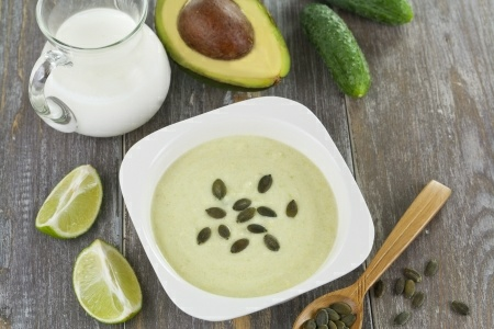 dobre-wyciskarki-zupa-awokado